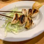 居酒屋 葉牡丹 - ニンニク串焼き