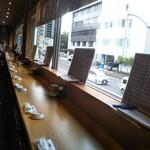 海幸 - 2階席… 入口にテーブル席1つと窓際席…奥にもテーブル席あるのかな?コロナ対策で両隣席は空席(*´艸`*)でした