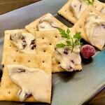 カフェ&シーフードバルべセル - ラムレーズンハニークリームチーズ