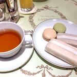 ラデュレ - アフタヌーンティーのサンドイッチとマカロン