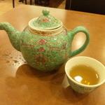 13690065 - 派手で洒落た茶器