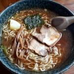 麺屋 もと - 醤油 大(800円也)チャーシューは秋田産の桃豚!