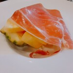亀十料理店 - パイナップルと生ハム