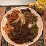 スリランカ料理 ラサハラ - 色々入ってるんで、真上からも撮ってみた