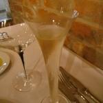 13691649 - プロセッコ(美味い。グラスもオサレ)