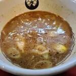 Kyoutsukementsurukame - 魚介醤油つけ汁。