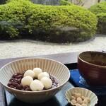 松栄堂 - 小豆白玉越しに庭の風景!