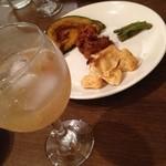 ウナ・カメラ・リーベラ - 柿を漬けた焼酎とおまかせプレート