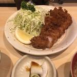 丸一 - 料理写真:ランチのロースカツ定食