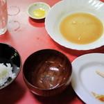 餃子八番 - ご飯もデカ盛りで食べきれない
