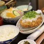 かわみ - サラダとお味噌汁、なし、高菜セット