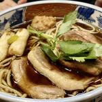 日本橋 やぶ久 - 鴨南蛮そば 濃いめの御汁に鴨肉と焼いたネギの香り、蕎麦の美味しさが引き立ちます♪ やはり東京の蕎麦は旨い!!