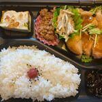 シューシュー - 料理写真:暫く待つと注文した日替わり弁当460円の出来上がりです。