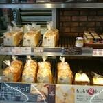 マックスベーカリー - 料理写真:食パンコーナー