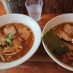 八雲  - 左:醤油バラ肉チャーシュー  右:醤油バラ肉チャーシュー(大盛)
