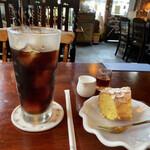 珈琲屋らびっと - アイスコーヒー、アーモンドバターケーキ