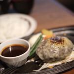 ミート矢澤 - 1番人気のデミグラスチーズハンバーグ