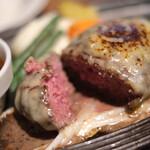 ミート矢澤 - 中から肉汁が溢れ出る...