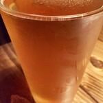 136972008 - 日の丸エールです クラフトビールをジョッキじゃなくてグラスで出すのはなんでだろう