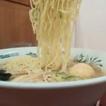 日高屋 - エビ塩ラーメン500円(税抜)麺アップ