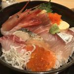 お魚どうらく - どうらく海鮮丼1,280税込
