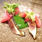 シンシア ブルー - オアカムロと春菊のソース