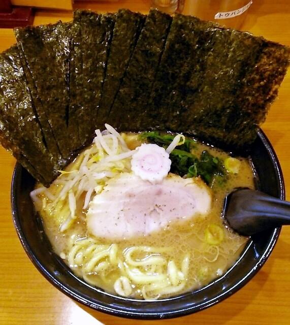 横浜ラーメン てっぺん家 - ラーメン690円。麺硬め。海苔増し100円。