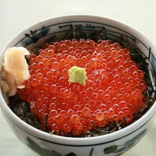 悠流里 - 料理写真:モンドセレクション金賞受賞の特製はらこを使用しています。小鉢、香の物、お味噌汁付き