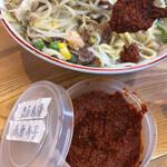 水城ラーメン - 赤唐辛子をお好みで