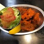 DELHI - 【タンドリーチキンセット】1,800円のサラダとタンドリーチキン4個