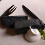 蔵茶房 なつめ - 炭入りシフォンケーキ