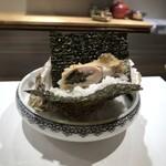 136997042 - 岩牡蠣(大分・佐伯)、天むす風・・大きな岩牡蠣半分を薄い衣で上げ、ご飯や海苔と共に頂くのですが美味しい。