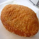 石窯パン工房MOISSON - 料理写真:カレーパン(140円)