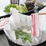島野菜としゃぶしゃぶ がじゅまる - お子様にも安心。紙鍋を使用。
