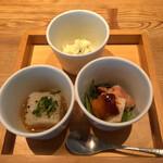 137002162 - 蕎麦前三種:茗荷と大葉のポテトサラダ、鶏の照焼、里芋の豆腐焼き                       #そばのコースランチ                       2020/09/20訪問