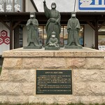 道の駅 浅井三姉妹の郷 - お市の方と浅井三姉妹。       ソーシャルディスタンス、きちんとマスクしてますw