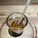 ソルズ コーヒー ラボラトリー - 砂糖を加えて。  クレマ 最上部の細かく滑らかな金色の泡。  ボディ 中間層で、抽出後数秒だけ現れ、 深みやコクが凝縮。  ハート 最下層の部分。 芳醇で長く口の中に残る香りが凝縮。