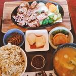 山水苑 - 料理写真:地鶏焼き定食(ご飯を高菜めしに変更)