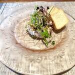 キャンドゥ - まぐろのタルタル かわいいお皿に盛られています♫