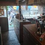 大和町もつ肉店 - 店内右側