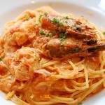 マザームーンカフェ - 有頭海老とオマール海老のダシを使った濃厚トマトクリームソース