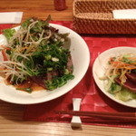 ユニ カフェ - カツオたたきのサラダ
