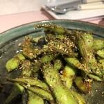 ニューローズ - 必食!枝豆のナンプラースパイス焼き 680円