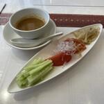 広東名菜 富徳 - 冷中華の具材は別盛り。