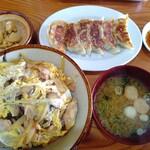 源助 - 料理写真:親子丼780円+餃子400円