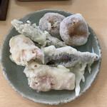 強清水元祖清水屋 - 天ぷらまんじゅう、ニシンの天ぷら、イカの天ぷら