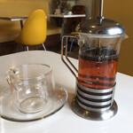 はちの巣カフェ - 紅茶(HOT)(税込 500円)評価=△