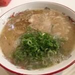 博多・薬院 八ちゃんラーメン - 料理写真:ラーメン