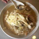 白龍 - 料理写真:牡蠣入りちゃんぽん。今までで一番美味しいちゃんぽん。