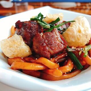 中国料理 「チャイナブルー」 コンラッド東京 - 豚バラ肉入り和えそば葱油醤油ソース